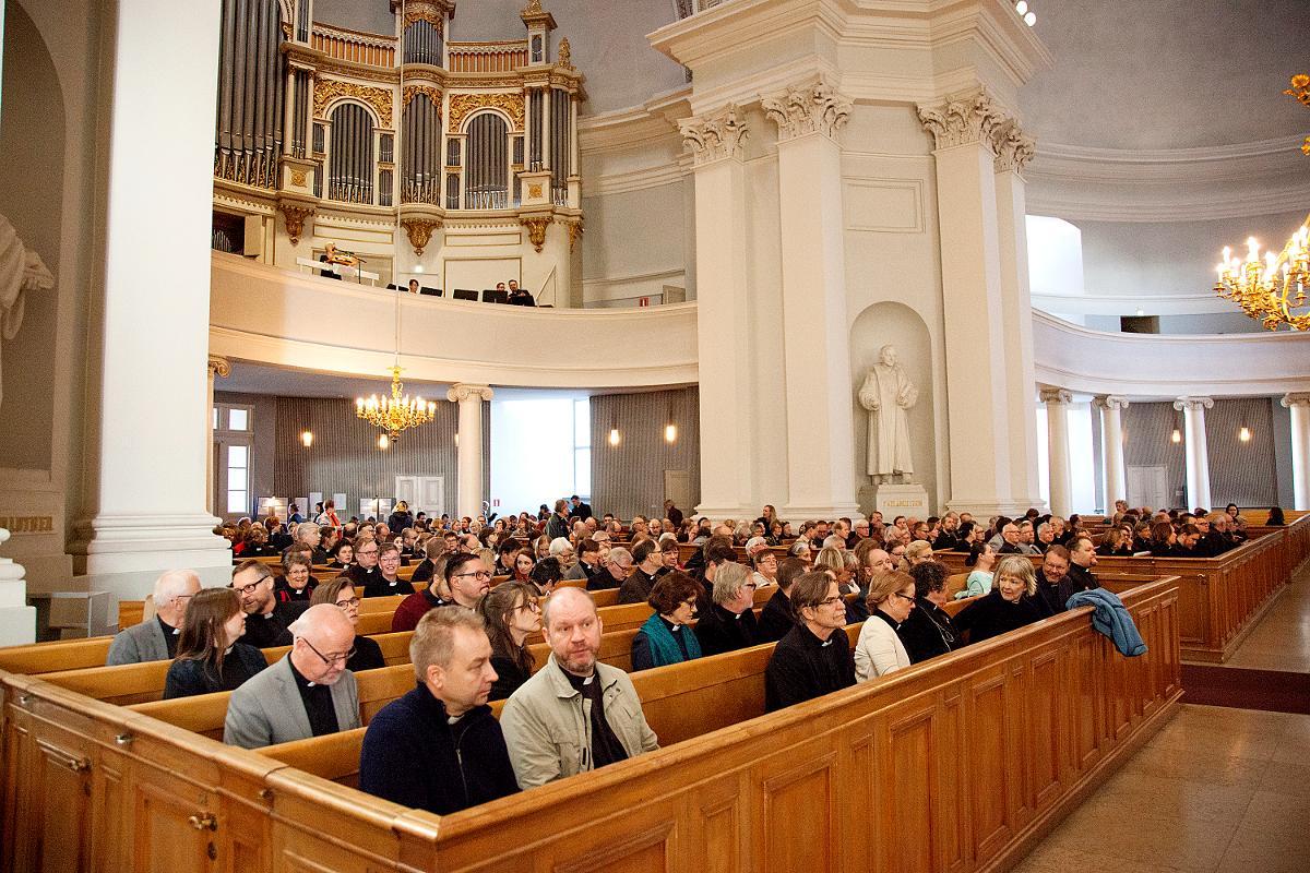 Kuva: Helsingin hiippakunnan synodaalikokous alkoi jumalanpalveluksella Helsingin tuomiokirkossa 27.9.2016.