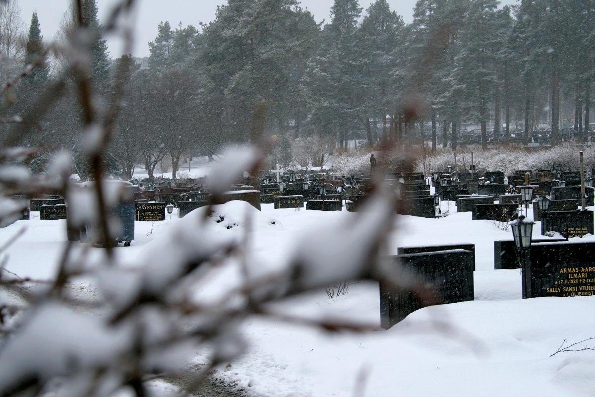 Kuva: Oulun hautausmaa talvella.