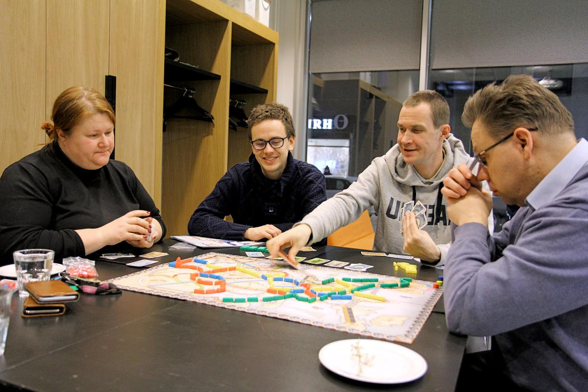 Kuva: Anneli Nieminen, Heikki Mustakallio, Marko Nurisalo ja Juha Hilli olivat lauantaina pelaamassa.