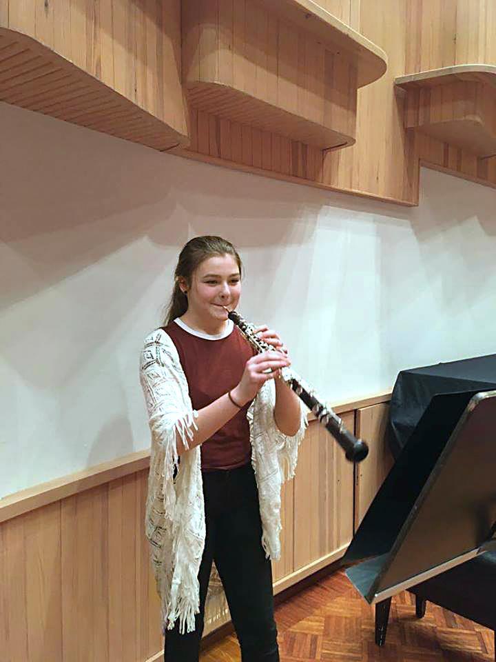 Kuva: Reeta Pasma soittaa oboeta.