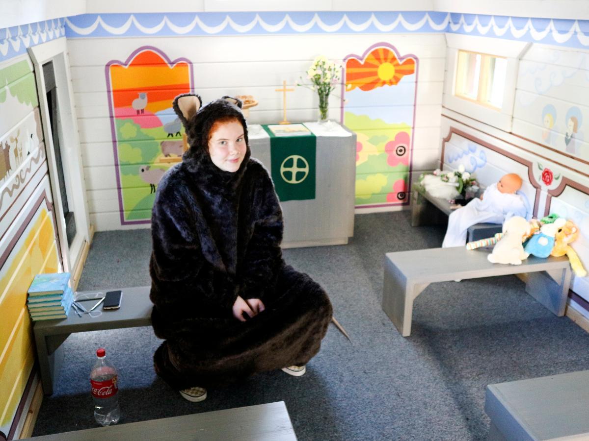 Kuva: Anna Luoto on kesällä 2018 kirkonrottana Oulun Pikkukirkossa.