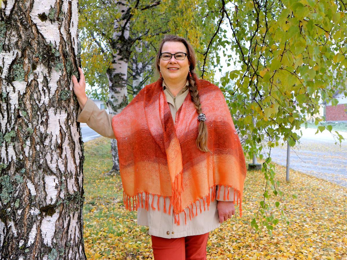 Kuva: Riitta Kukkohovi-Coelpaert hoitaa huolella Muhoksen seurakunnan metsiä yhdessä luottamushenkilöiden kanssa.