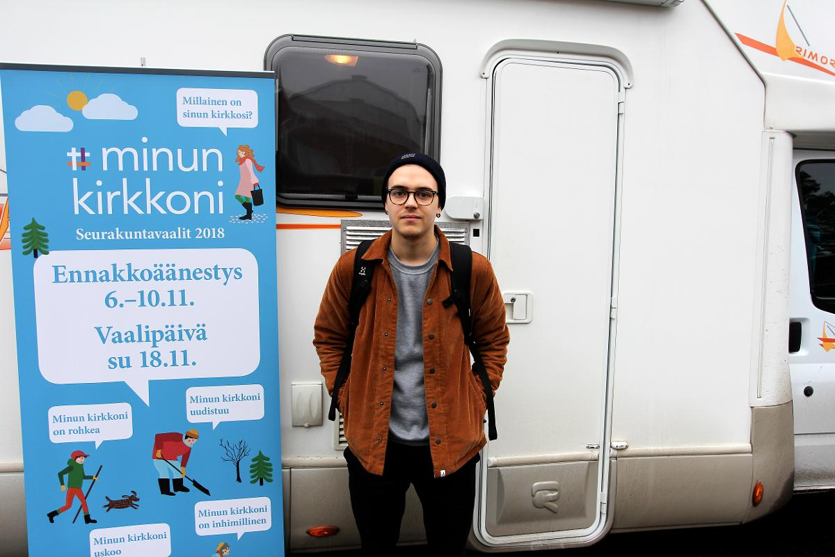 Kuva: Antti Nurmesjärvi kävi vaalibussissa äänestämässä.