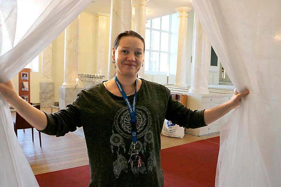 Kuva: Lastenohjaaja Tea Hieta on mukana järjestämässä Oulun tuomiokirkkoseurakunnan ensimmäistä Elävää joulukalenteria.