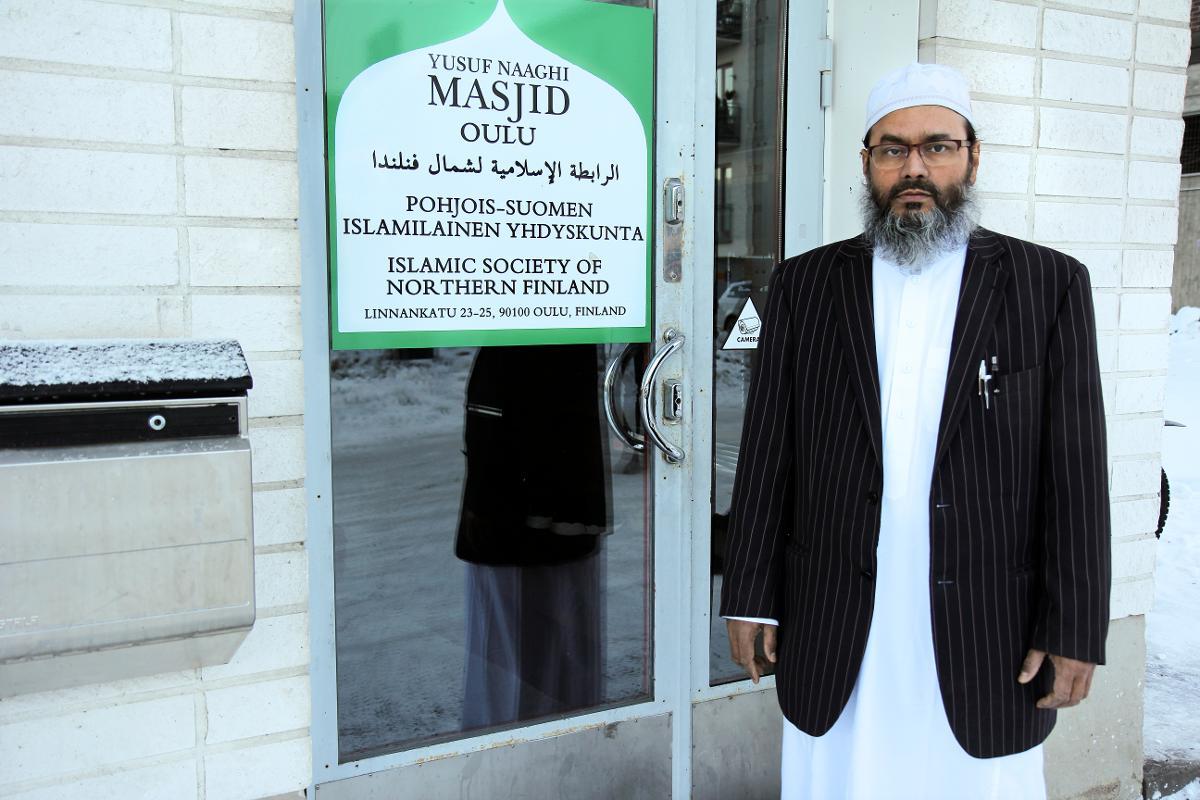 Kuva: Imaami Abdul Mannan on pahoillaan rukoushuoneeseen säännöllisesti kohdistuvasta ilkivallasta.
