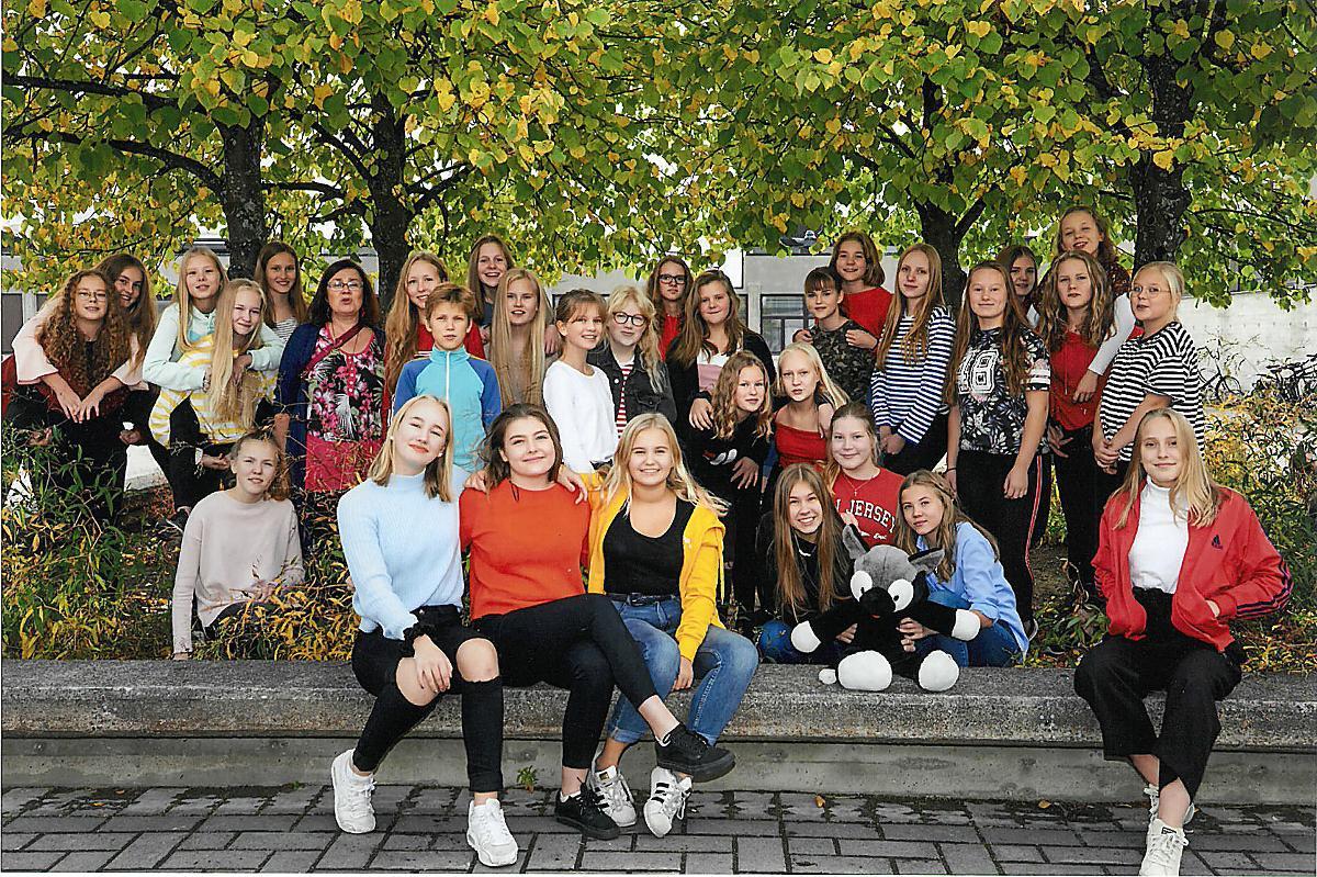 Kuva: Toivelauluillan lauluryhmä: Pohjankartanon tyttökuoro