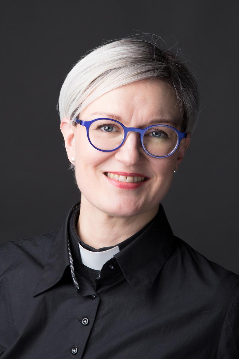 Kuva: Oulun tuomiokirkkoseurakunnan kirkkoherra eli Oulun tuomiorovasti Satu Saarinen, kuvattu helmikuussa 2018.