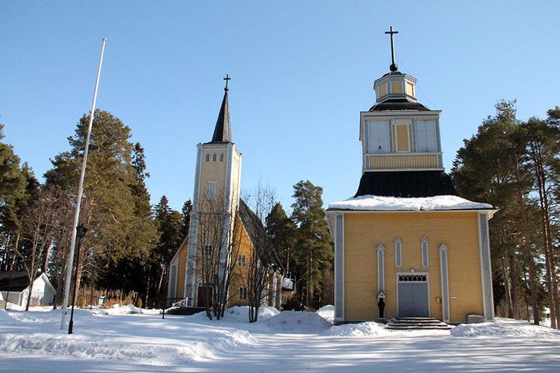 Muhoksen kirkko talvella.