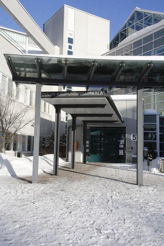 Kaupunginsairaalan sisäänkäynti.