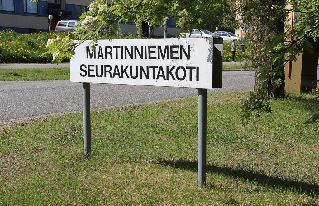 Martinniemen seurakuntakodin kyltti